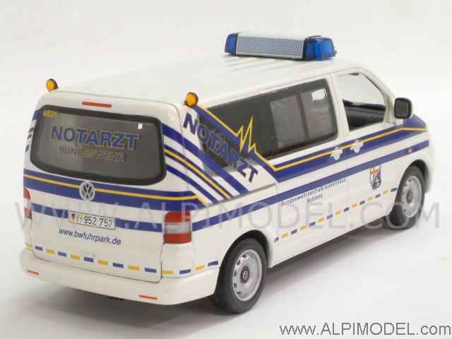 minichamps Volkswagen T5 Multivan 2002 Bundeswehr Notarzt (1/43 scale model)